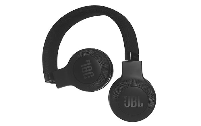 Win een JBL E45BT on-ear draadloze hoofdtelefoon!