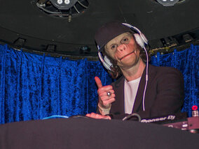 Win een exemplaar van The Man With A Monkey Face van Kid Noize