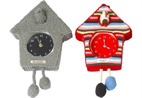 Une horloge tricotée