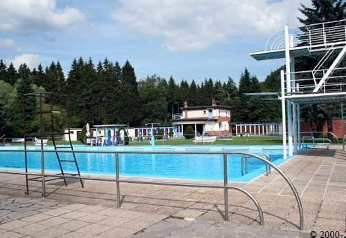Piscine mon repos malm dy tous l 39 eau piscines et for Piscine miroir belgique