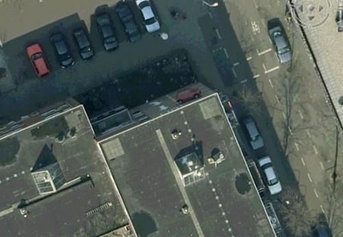 Auto tart de zwaartekracht   Verrassende beelden van Google Earth   Skynet be