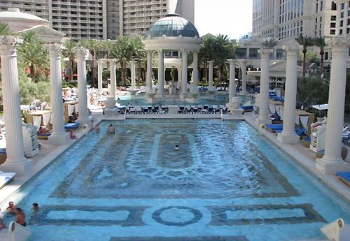 Zwemmen in de tuin van god de meest sensationele for Caesars swimming pool