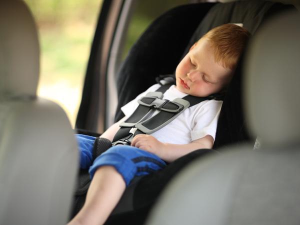 partir en vacances en voiture avec bébé