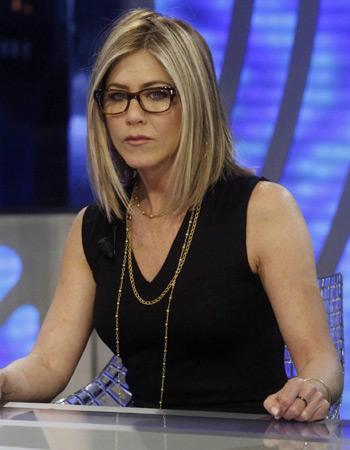 3f2eff219ac3c2 Jennifer Aniston - Stars et lunettes font la paire