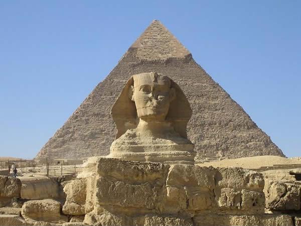 mythe 5: de grootste piramide staat in egypte - tien reismythes