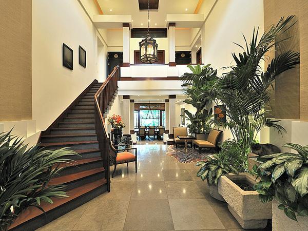 Hal kijk binnen in de villa van kim kardashian - Trap binnen villa ...