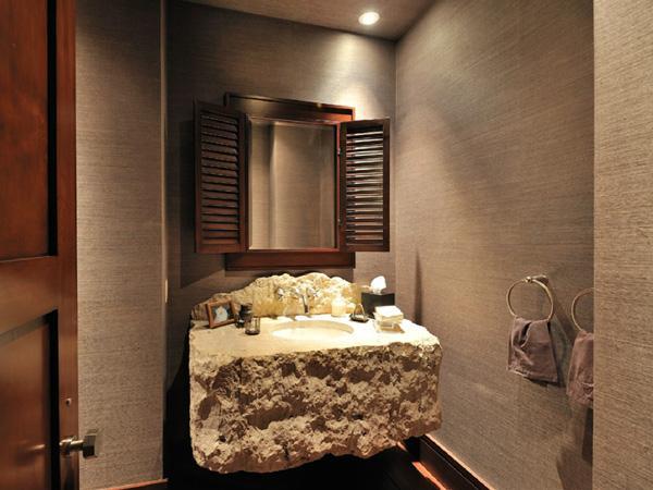 Des l ments bruts bienvenue chez kim kardashian for Salle de bain kim kardashian