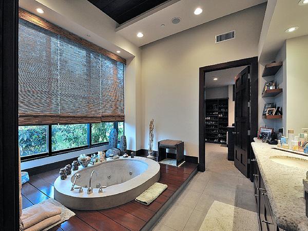 Kim k salle de bain