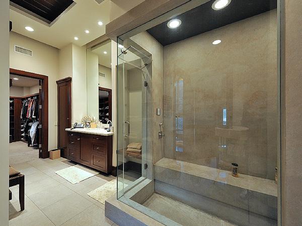 Interieur maison kim kardashian for Salle de bain kim kardashian