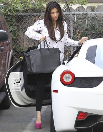 kim kardashian les stars et leurs voitures de luxe. Black Bedroom Furniture Sets. Home Design Ideas