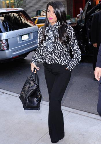 Kourtney Kardashian Le Look Secr Taire Sexy Ou Pas