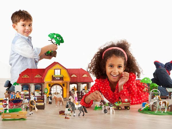 8 figurines haras avec chevaux et enclos de playmobil - Playmobil haras ...