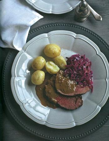 Recette r ti de chevreuil sauce poivrade et chou rouge 10 superbes recettes pour le r veillon - Recette de viande pour le reveillon ...