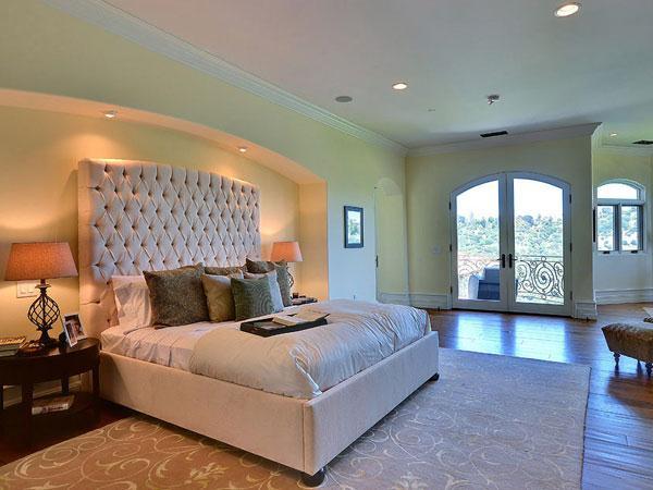 la chambre d 39 amis bienvenue chez kim et kanye west. Black Bedroom Furniture Sets. Home Design Ideas