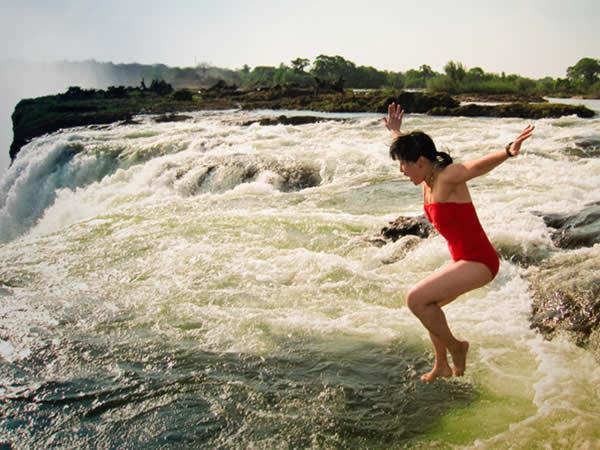 Les lieux de baignade les plus risqu s du monde for Chutes victoria piscine du diable