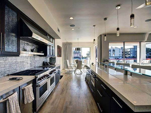 Cuisine moderne - Jean Claude Van Damme vend sa demeure californienne