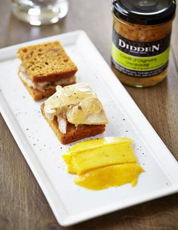 pain d pice au foie gras truite fum e et confit d oignons 10 superbes recettes pour le r veillon. Black Bedroom Furniture Sets. Home Design Ideas