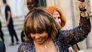 Tina Turner blikt terug op eerste huwelijksnacht: 'Hij nam me mee naar een bordeel'