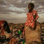 Femmes sur les déchets