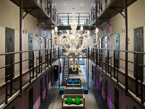Een nachtje in de cel? In deze gevangenissen kan je gewoon logeren