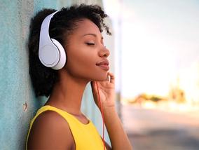 Dankzij deze koptelefoons met ruisonderdrukking geniet je 100% van je muziek