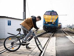 Samenwerking Thuis en Infrabel voor bloedstollende aflevering op treinsporen