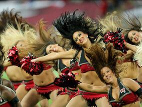 Football américain et pom-pom girls : inextricablement liés