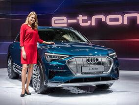 Les hôtesses les plus élégantes du Salon de l'Auto 2019