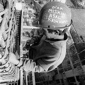 Vooral niet naar beneden kijken is de boodschap de gevaarlijkste jobs ter wereld - Naar beneden meubels huis ter wereld ...