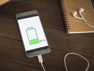 Smartphone opladen? Houd rekening met deze do's en don'ts