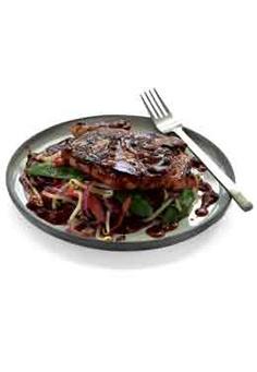 Côte de porc aromatisée et légumes sautés au wok