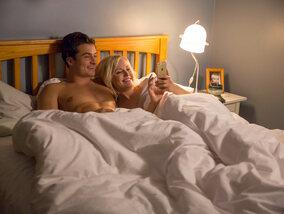 """Easy"" (Netflix): petits arrangements jubilatoires entre couples"