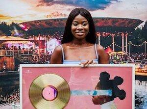 Coely, disque d'or pour son premier album