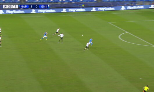 Penalty: Naples 3 - 0 Genk 38', Milik