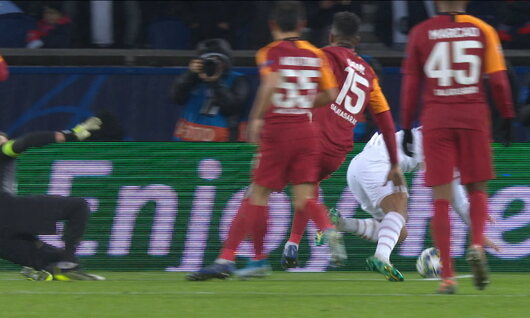 Penalty: Paris SG 5 - 0 Galatasaray SK 83', Cavani