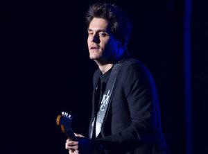 John Mayer stopte met drinken na kater van feest Drake