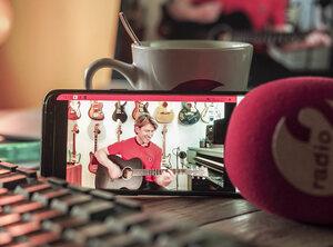 Stef Bos, Ibe, Bart Kaëll en vele anderen geven dit weekend huiskamerconcert voor Radio 2