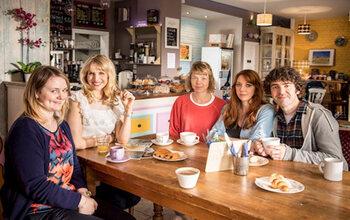 Motherland doet er een tweede seizoentje bij op BBC First
