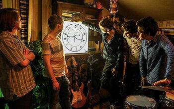 À l'aube de la sortie de leur 1er EP 'Ergens Onderweg', Okkupeerder présente In de Mix
