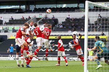 Toby Alderweireld kopt Spurs naar belangrijke derbyzege tegen Arsenal