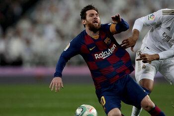 Struikelend Barcelona probeert Real Madrid van 34ste landstitel te houden