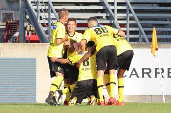 Eenmaal, andermaal... verkocht! D1B Pro League-shirts brengen 32.709 euro op voor Younited Belgium!