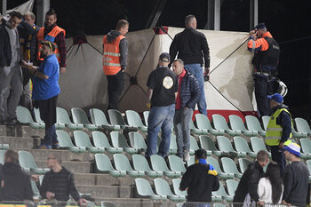 Brusselse fan stuikt tot 2x toe in elkaar tijdens Lommel - Union