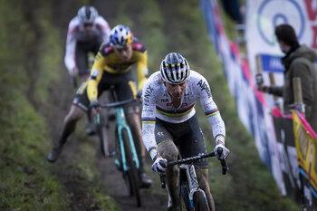 Overzicht veldrijden december : opzij, opzij, opzij, hier zijn Mathieu en Wout