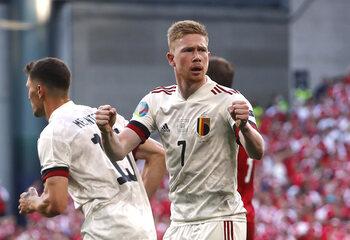 """""""Hij was briljant!"""": Kevin De Bruyne is de gamechanger tegen Denemarken (en daar is ook de buitenlandse pers het over eens)"""