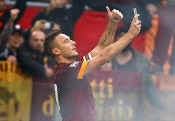 De selfie van Francesco Totti: nog steeds hét beeld van de Derby della Capitale