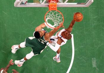 Bucks ou Suns, qui va se retrouver à un match du titre NBA ?