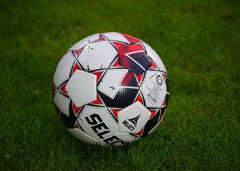 Refs D1B Pro League - speeldag 4: jonge scheids leidt de topper; habitués voor andere duels