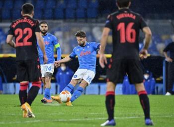 Napoli, met heroptredende Mertens, heeft geen kind aan Fiorentina