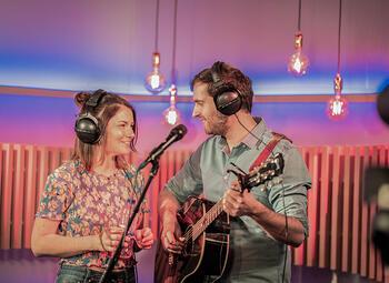 Elk uur een andere Vlaamse artiest live op Radio 2 op pinkstermaandag
